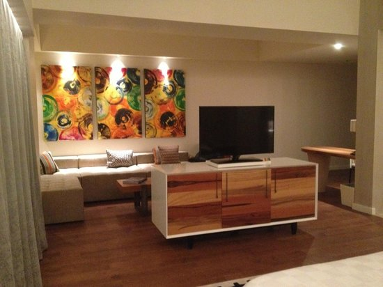 TS Suites Leisure Seminyak Bali: Living Room