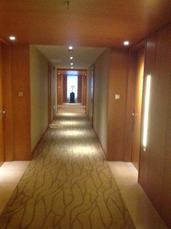 Grand Millennium Beijing: corridor