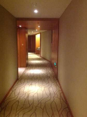 Grand Millennium Beijing: rooms corridor