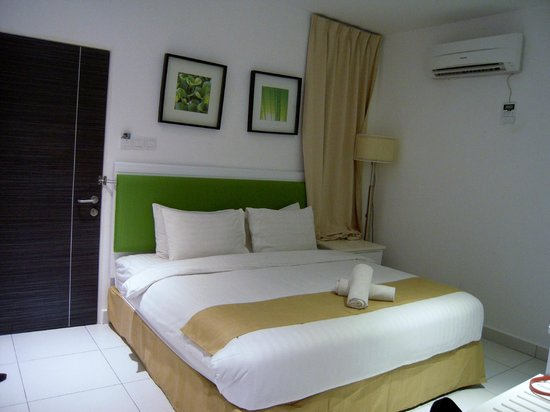 The Villa Langkawi: Very comfy bed and clean room