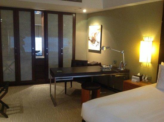 Grand Millennium Beijing: A nice Office setup