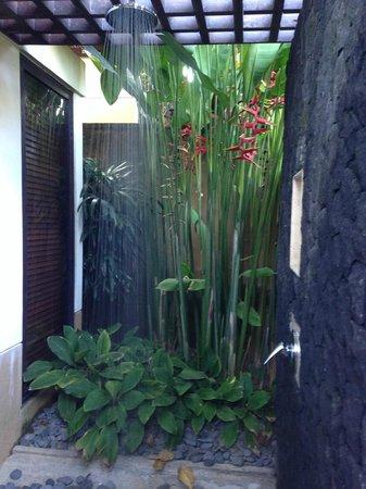 Amarterra Villas Bali Nusa Dua - MGallery Collection: Shower under the nature