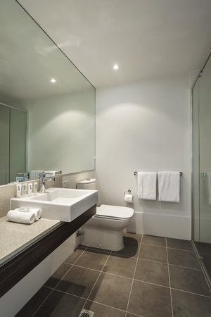 Quest Caroline Springs: Bathroom
