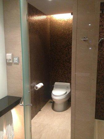 Grand Millennium Beijing: bathroom
