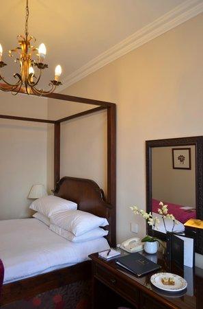 Macdonald New Blossoms Hotel: Junior Suite