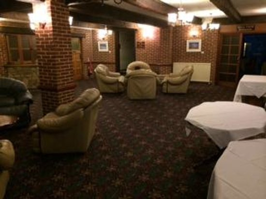 Springfield Country Hotel: 'Lounge at 830pm on a Saturday night'