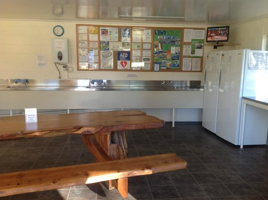 Geraldine Kiwi Holiday Park & Motel: Common Kitchen