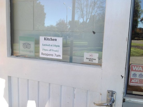 Geraldine Kiwi Holiday Park & Motel: Kitchen Hours