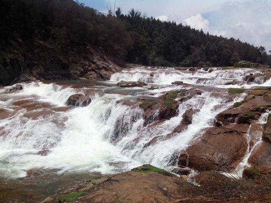 Pykara Lake and Pykara Falls: Pykara Falls / Lake
