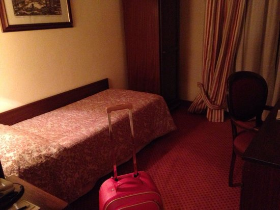 Colonna Palace Hotel: La singola lascia moooolto a desiderare....