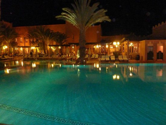 Hotel Le Berbere Palace: notturno piscina