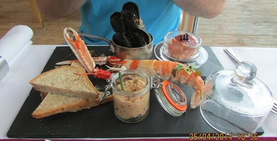 The Galley of Lorne Inn: Stunning seafood platter (just for starters...!)
