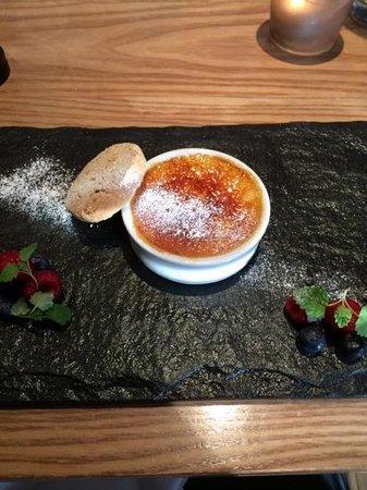 Erics: praline creme brulee dessert