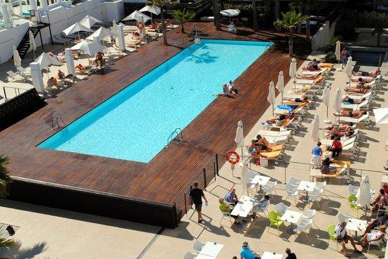 Iberostar Bahia de Palma: Zicht op zwembad vanuit de kamer