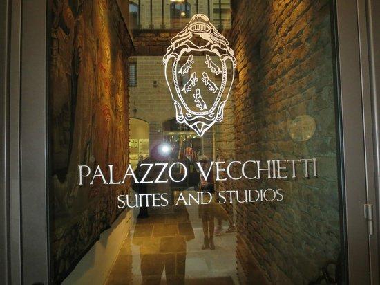 Palazzo Vecchietti Suites and Studios: Entry
