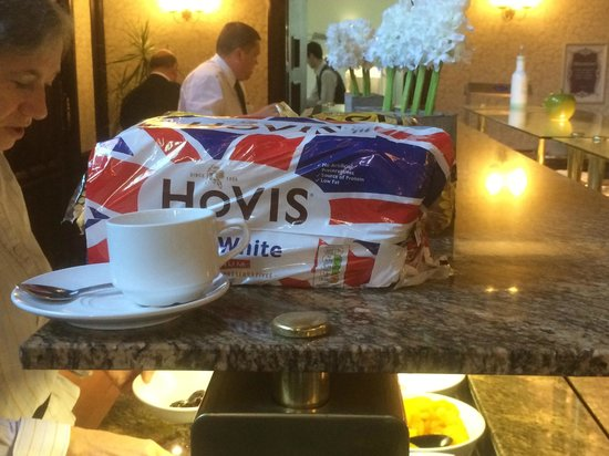 Royal Court Hotel - Coventry : Bread available at breakfast - staff too frazzled to be able to put it into a basket