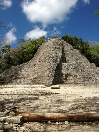 Ruines de Cobá : Ixmoja pyramid