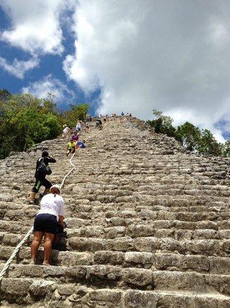 Ruines de Cobá : Ixmoja pyramid ascent
