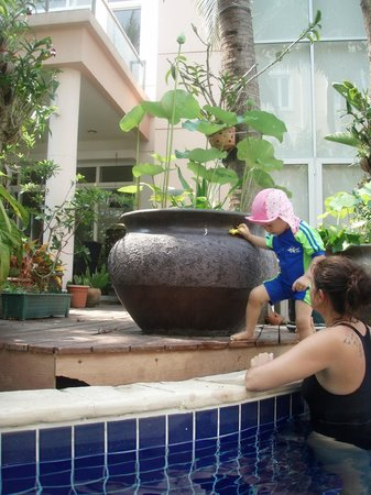Blue Lagoon Resort Hua Hin: pool garden