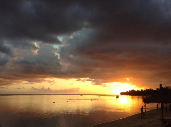 Heritage Awali Golf & Spa Resort : sunset as seen from Blue infinity restaurant