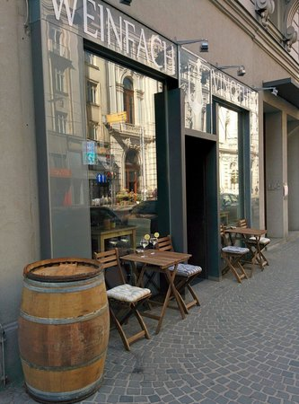 Weinfach Vinothek: Gastgarten