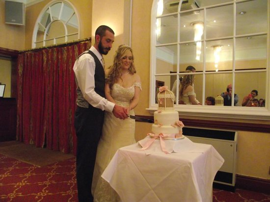 The Parkway Hotel & Spa: The cake cutting