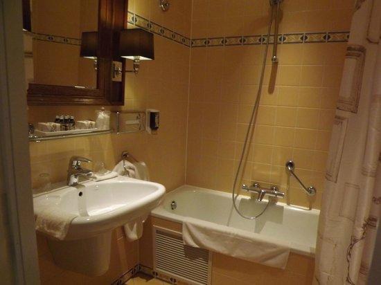 Hotel Estherea bathroom