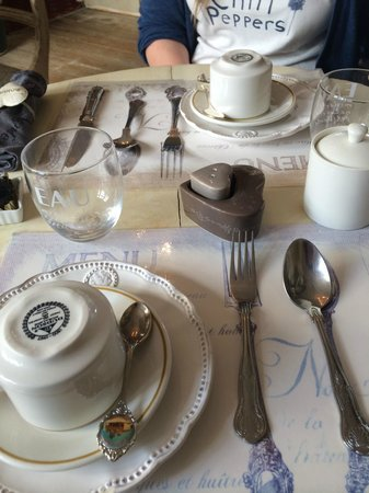 Brighton Marina House Hotel : Breakfast table set out! Lovely!