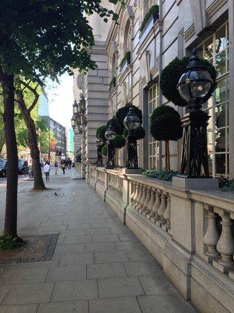 Rosewood London: Street view