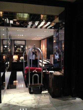 Rosewood London: Lobby