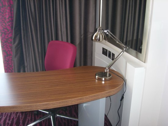 Holiday Inn Manchester MediaCityUK: Desk