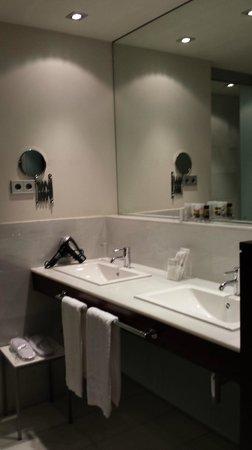 Hospes Amerigo: salle de bains