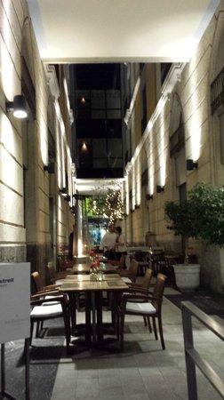 Hospes Amerigo: facade avec cour intérieure