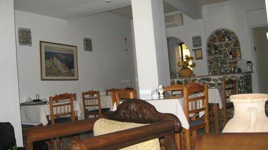 Sunrise Hotel: Кафе отеля