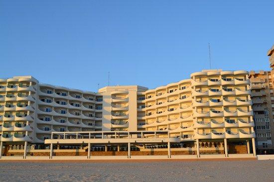 Hotel Playa Victoria: Um pé na praia outro no hotel.