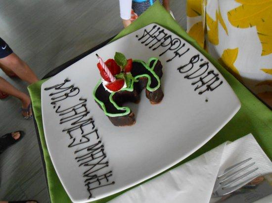 EDEN Hotel Kuta Bali: birthday cake