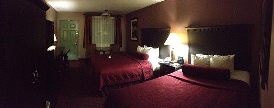 BEST WESTERN PLUS Hilltop Inn : Panoramic shot of Room 156 (as of 14-Jun-2013)