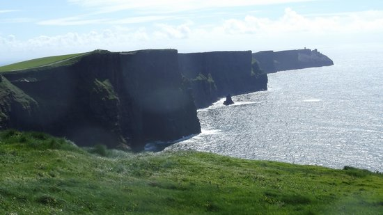 Ballinalacken Castle Country House : The nearby Cliffs of Moher