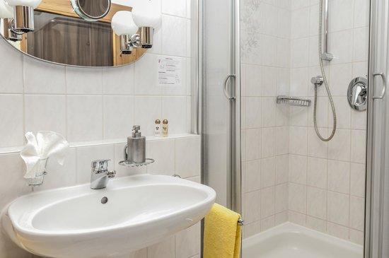 Sonnenbichl Hotel am Rotfischbach: Badezimmer Komfort Zimmer