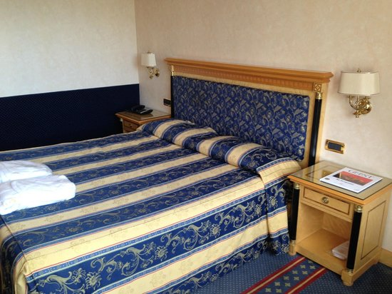 Hotel Excelsior San Marco : Das Doppelbett in unserem Deluxe-Zimmer