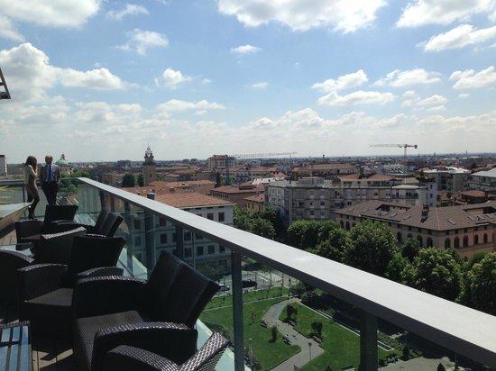 Hotel Excelsior San Marco: Blick von der Terrasse des Roof Garden Restaurants nach links zur Bergamo Neustadt