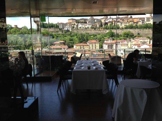 Hotel Excelsior San Marco: Im Roof Garden Restaurant mit Bilck zur Altstadt
