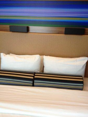 Aloft Brussels Schuman Hotel : Detalhe da decoração colorida