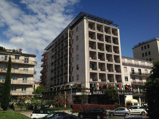 Hotel Excelsior San Marco : Hotel-Frontansicht von schräg rechts