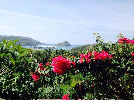 Rolling Waters Restaurant and Bungalows : The beautiful view of Are Goling bay
