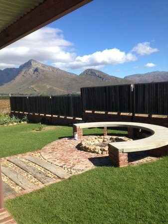 "Seven Oaks Vineyard Cottages: ""Braai"" area"