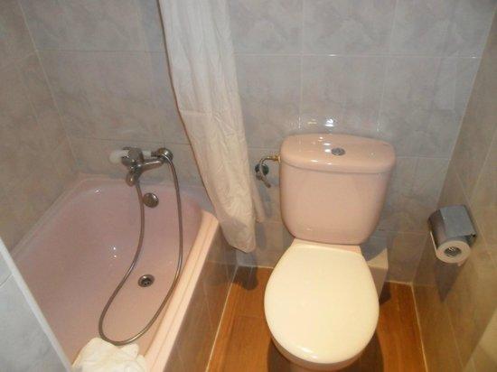 Hotel Cortes: Bagno con vasca