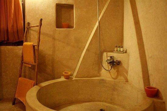 Riad Baoussala: The bathroom of the Sahara Suite