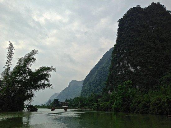 Secret Garden Boutique Hotel: Bamboo rafting on Li River