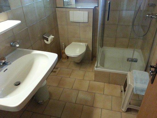 Sonnenhof Igls : Spotless bathroom